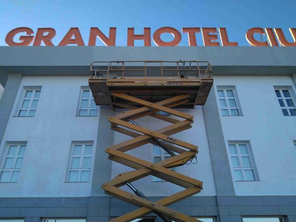 gran-hotel-ciudad-del-sur-entrada
